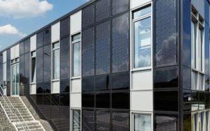 Placas solares integradas en la fachada